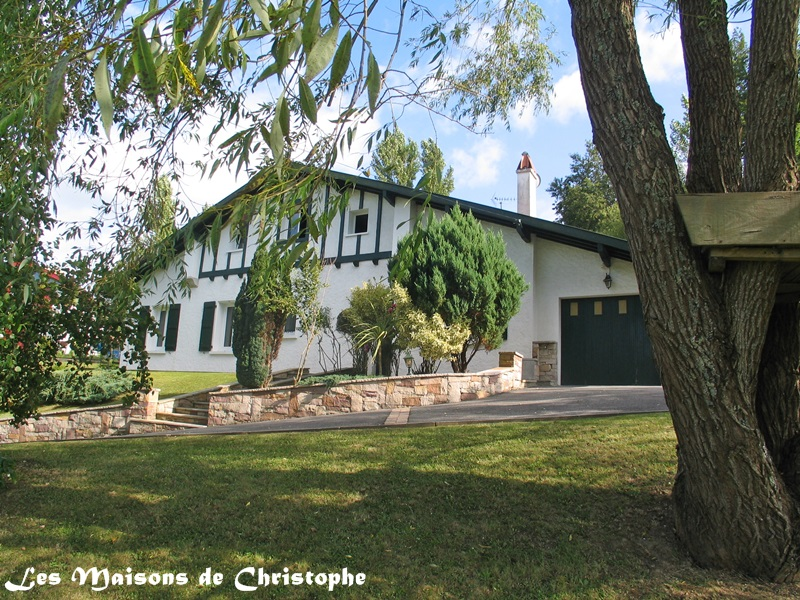 Vente maison villa briscous 64240 for Belle maison traditionnelle